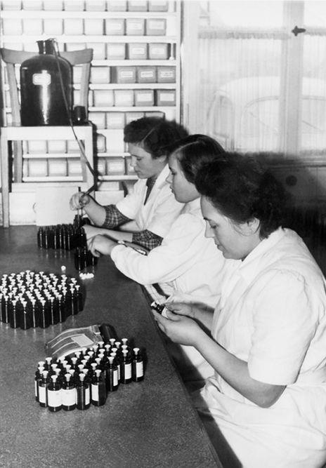 Betrieb 50er Jahre: Frauen in der Produktion