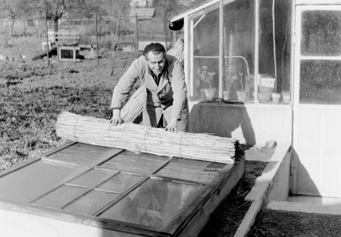 Betrieb 50er Jahre: Mann bei der Arbeit