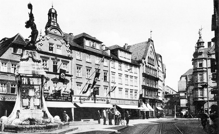 Der Marktplatz von Gießen mit dem Einheits-Denkmal