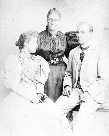 Auguste Pascoe mit ihren Kindern Mary und August